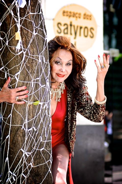 A diva cubana Phedra D. Córdoba está em recuperação de um problema de saúde em seu apartamento na praça Roosevelt - Foto: Bob Sousa