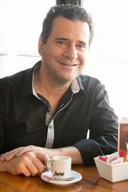 O dramaturgo Samir Yazbek - Foto: Annelize Tozetto/Festival de Curitiba 2015 - Blog do Arcanjo 2021