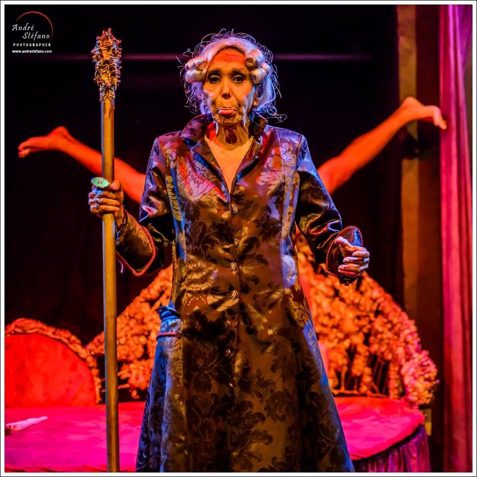 A diva Phedra D. Córdoba é uma das estrelas da peça A Filosofia na Alcova - Foto: André Stéfano/Divulgação