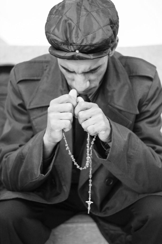 Josias Souza faz orações antes de subir em cena - Foto: Diego Moura