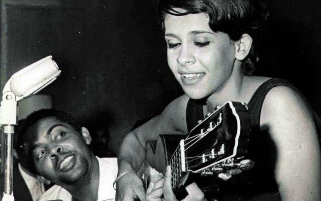 Primeiros toques: com Gilberto Gil, tocando violão - Foto: Divulgação