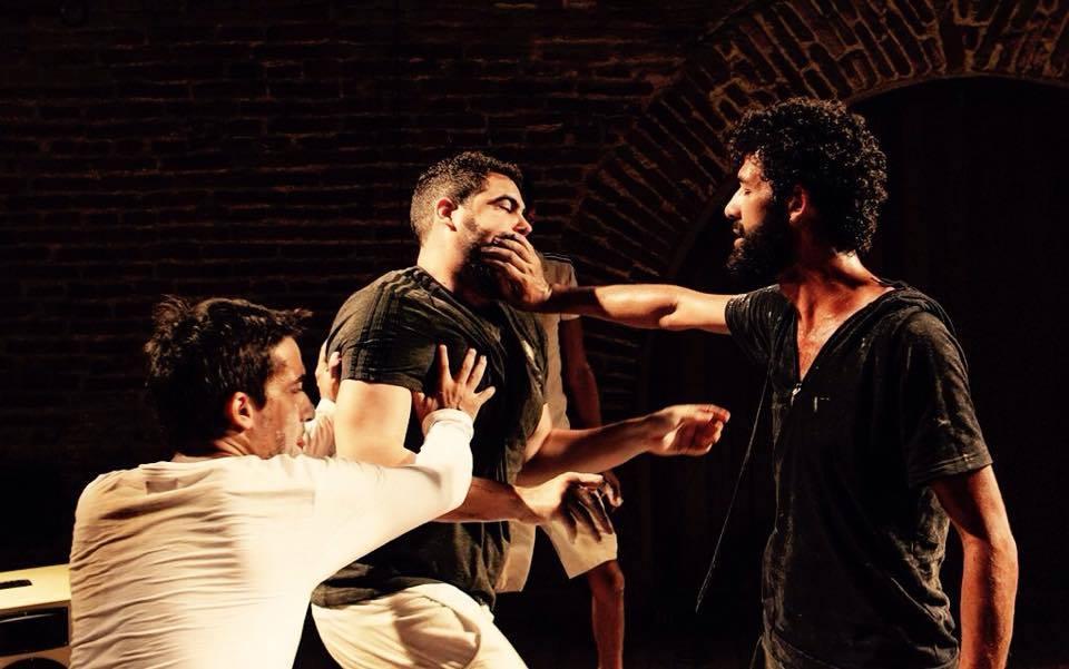 Mario Sergio Cabral, Giordano Castro e Erivaldo Oliveira, do Magiluth, em cena - Foto: Divulgação