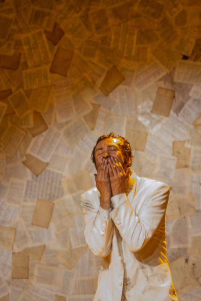 Dinho Lima Flor na Abertura da X Mostra Latino-Americana de Teatro de Grupo – Foto: Jennifer Glass/Divulgação