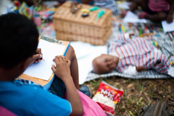 Para especialistas, é preciso fortalecer a identidade das crianças negras - Foto: Marcello Casal Jr/Arquivo/Agência Brasil
