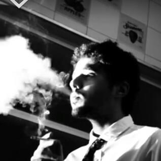 O dramaturgo e diretor Marcio Tito Pellegrini em foto noir - Foto: Divulgação