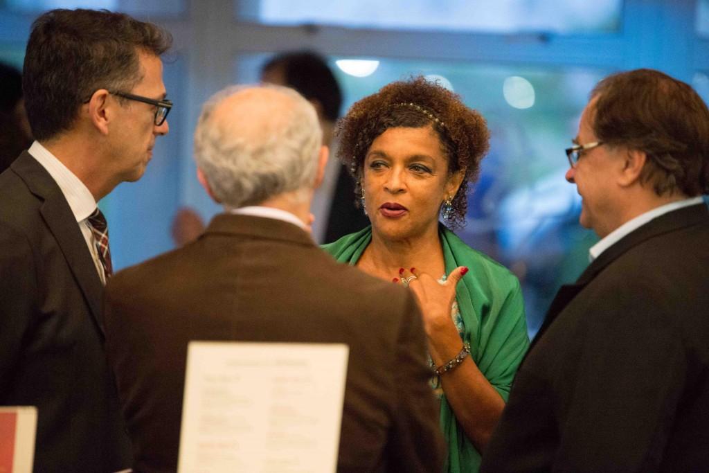 Elisa Lucinda conversa com José Marcelo Mattos Araújo, José Sadek e Pierre Ruprecht - Foto: Marcelo Nakano/Divulgação