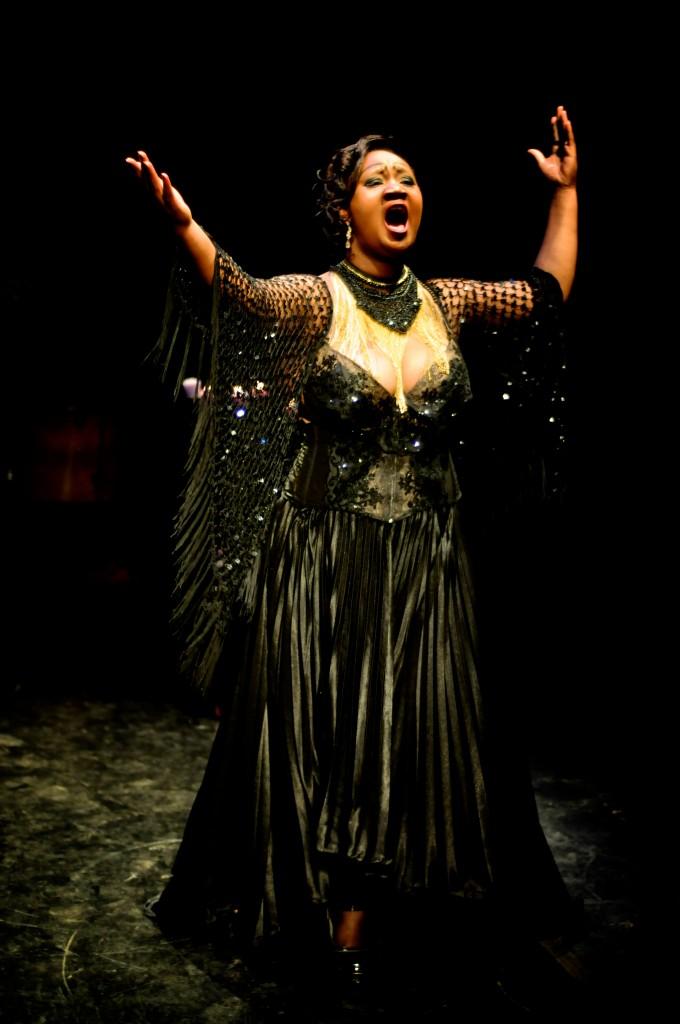Thais Dias: atriz é o destaque do espetáculo Luz Negra - Foto: Bob Sousa