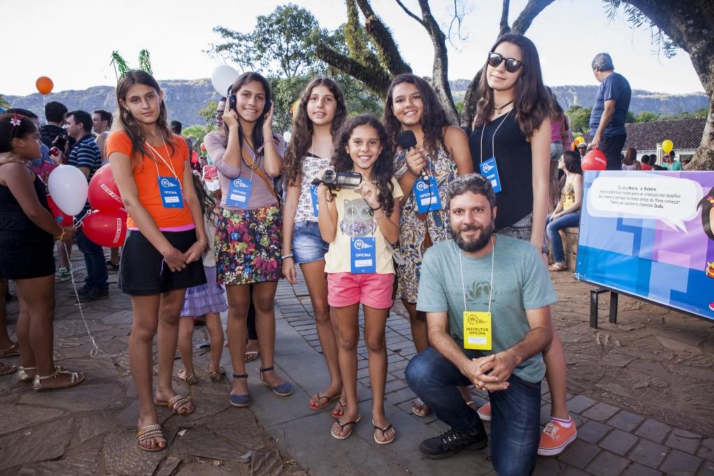 A turma da oficina Jovem Repórter, ministrada por Marcelo de Castro Cavalieri - Foto: Leo Fontes/Universo Producao/Divulgação