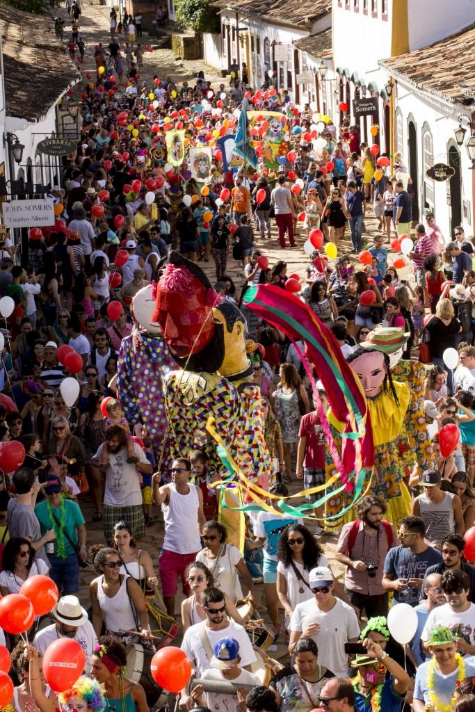 A alegria contagiou a rua Direita, em Tiradentes, com o Cortejo da Arte - Foto: Leo Lara/Universo Produção/Divulgação