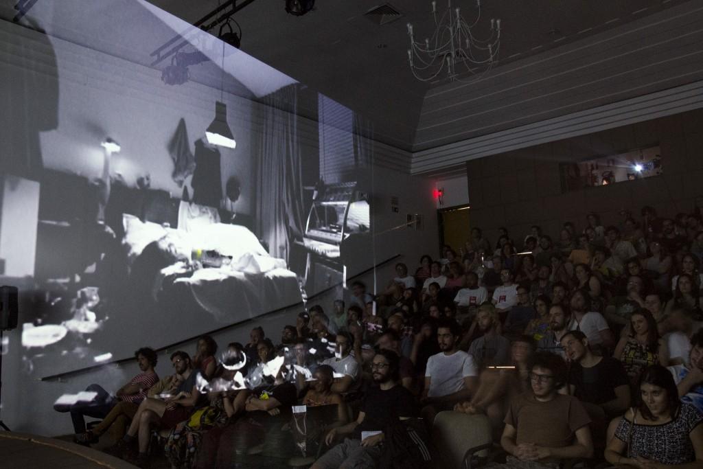 Público lota Cine-Teatro Sesi para ver Bang Bang, de Andrea Tonacci: a procura foi tão grande que precisou haver outra sessão na sequência - Foto: Jackson Romanelli/Universo Produção/Divulgação