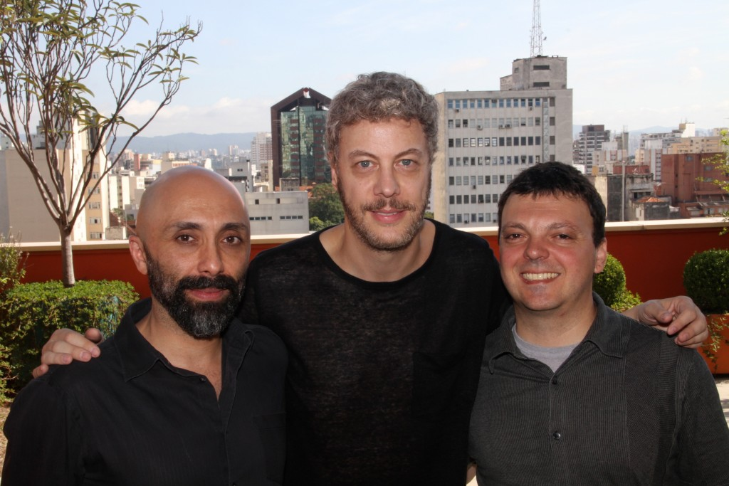 Márcio Abreu, Guilherme Weber (novos curadores) e Leandro Knopfholz, diretor do Festival de Teatro de Curitiba - Foto: Denise Andrade/Divulgação