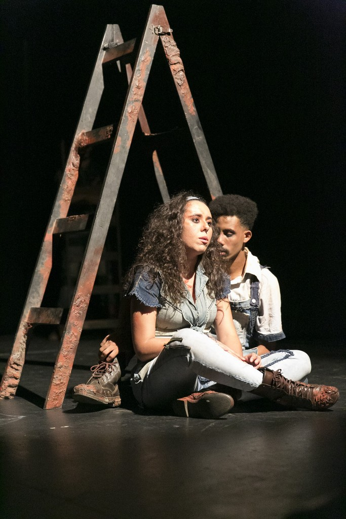 Cena da peça Joio, da Cia Cerne, no 25º Festival de Teatro de Curitiba - Fotos: Diego Pisante/Clix