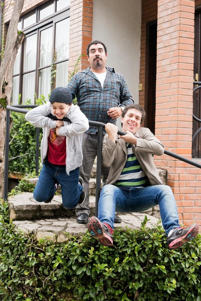 Raul Barreiros, Lauro Monteiro (Palhaço Confuso) e Rafael Barreiros (Palhaço Alípio) prometem diversão no MishMash do 25º Festival de Teatro de Curitiba - Foto: Annelize Tozetto/Clix