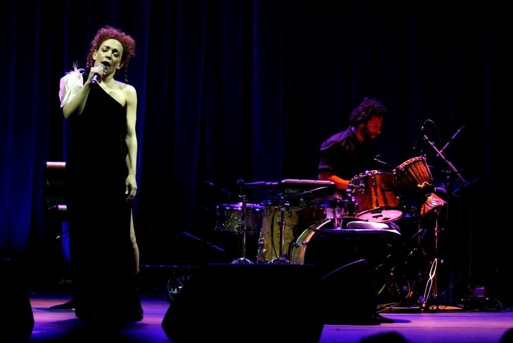 Laila Garin cantou um repertório recheado de canções românticas - Foto: Paduardo/Phábrica de Imagens/Divulgação