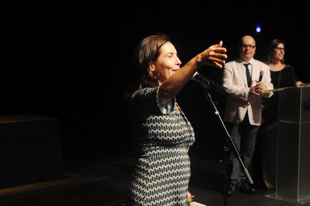 Mônica Bergamo discursa agradecendo seu APCA - Foto: Bob Sousa
