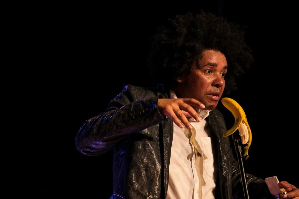Alex Mello, fluminense radicado na Alemanhã, apresentou seu monólogo Jean no Fringe com a história de Jean-Michel Basquiat - Foto: Lina Sumizono/Clix