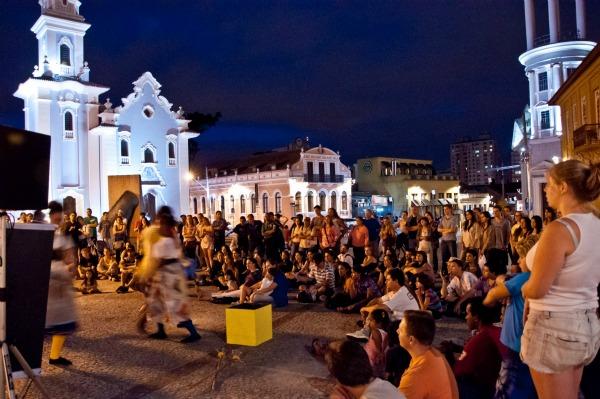 Público acompanha peça do Fringe - Foto: Emi Hoshi/Clix