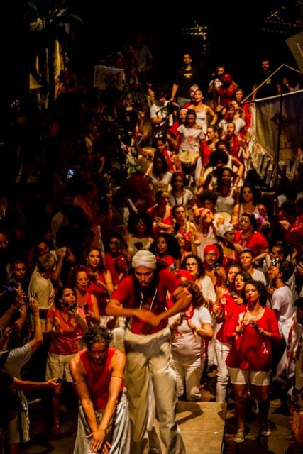 O palco é tomado por artistas no Ato Cultura pela Democracia no Teat(r)o Oficina, em São Paulo - 4/4/2016 - Foto: Jennifer Glass/Fotos do Ofício/Divulgação