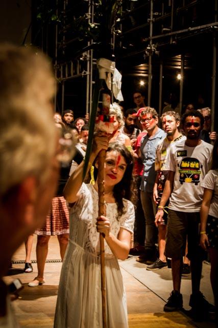 Nash Laila foi a porta bandeira da democracia no Ato Cultura pela Democracia no Teat(r)o Oficina, em São Paulo - 4/4/2016 - Foto: Jennifer Glass/Fotos do Ofício/Divulgação