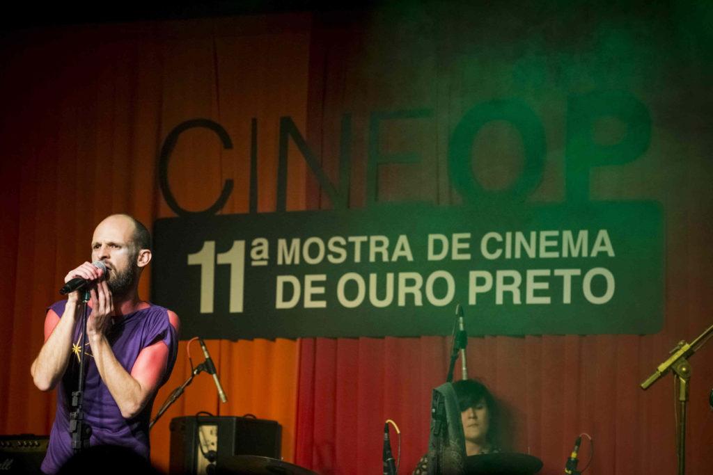 Cena do show de Marcelo Veronez - Não Sou Nenhum Roberto na 11ª CineOP - Foto: Jackson Romanelli/Universo Produção