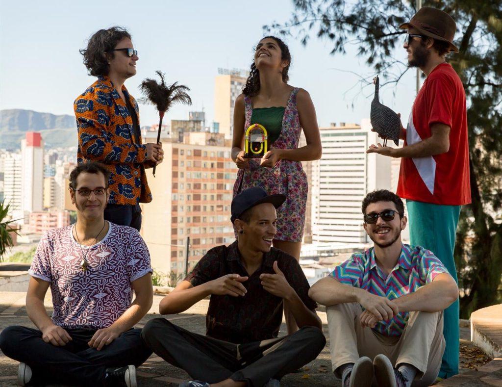 Banda Graveola e o Lixo Polifônico, de BH - Foto: Vania Cardoso/Divulgação