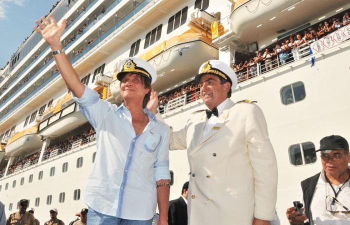 Roberto Carlos embarca em seu cruzeiro Emoções em Alto Mar em 2011 - Foto: Divulgação - Blog do Arcanjo 2021