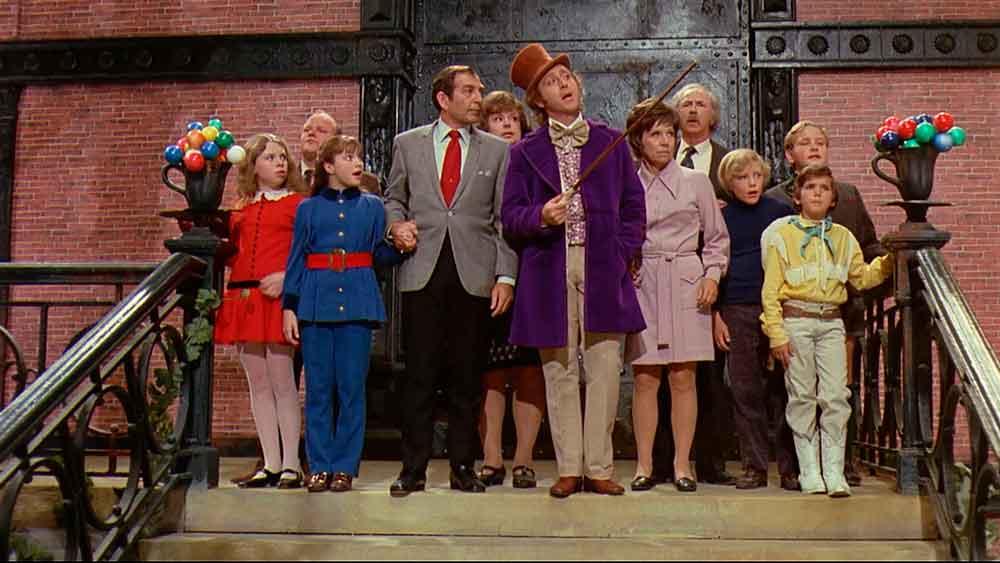 Willy Wonka apresentando a Fantástica Fábrica de Chocolate aos personagens - Foto: Divulgação - Blog do Arcanjo - 2021